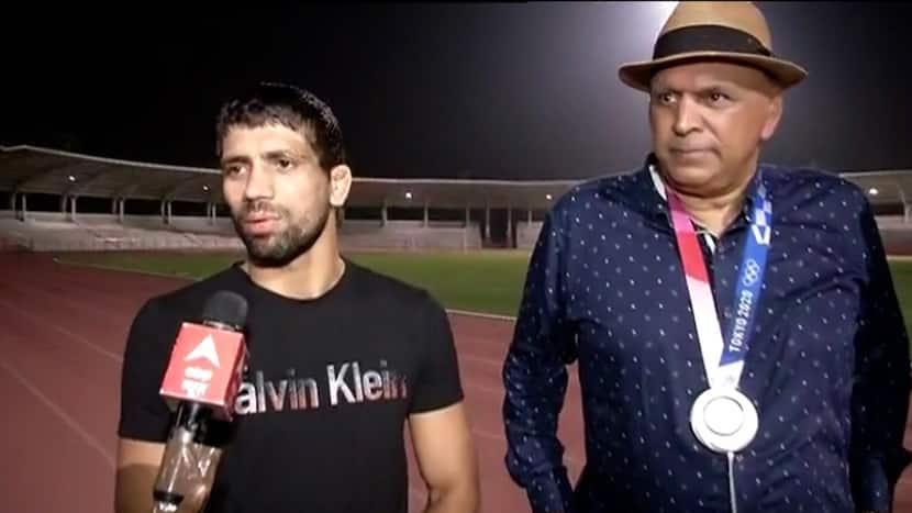 Ravi Dahiya becomes EMOTIONAL while speaking to ABP News; tells what happened when Sanayev bit him