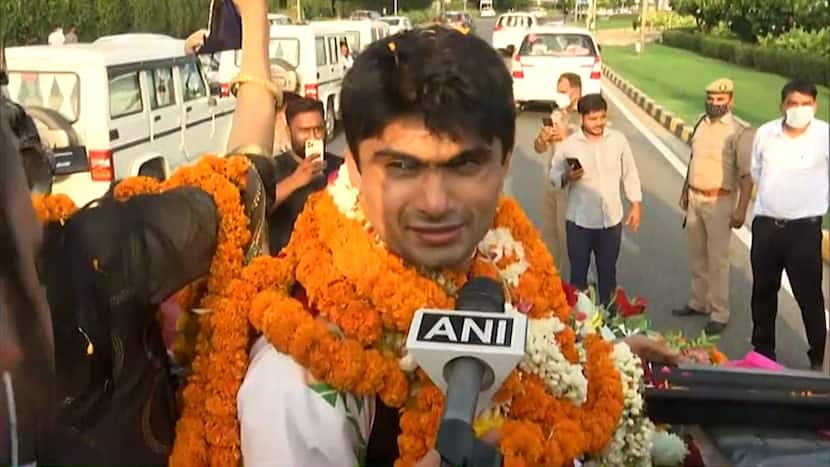Tokyo Paralympics   Grand welcome of Suhas LY in Delhi, says - 'This medal belongs to India'