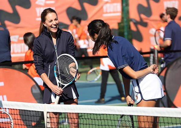यूएस ओपन चैंपियन एम्मा राडुकानु इंग्लैंड के शाही परिवार के केट मिडलटन के साथ टेनिस खेलती हैं - देखें वीडियो